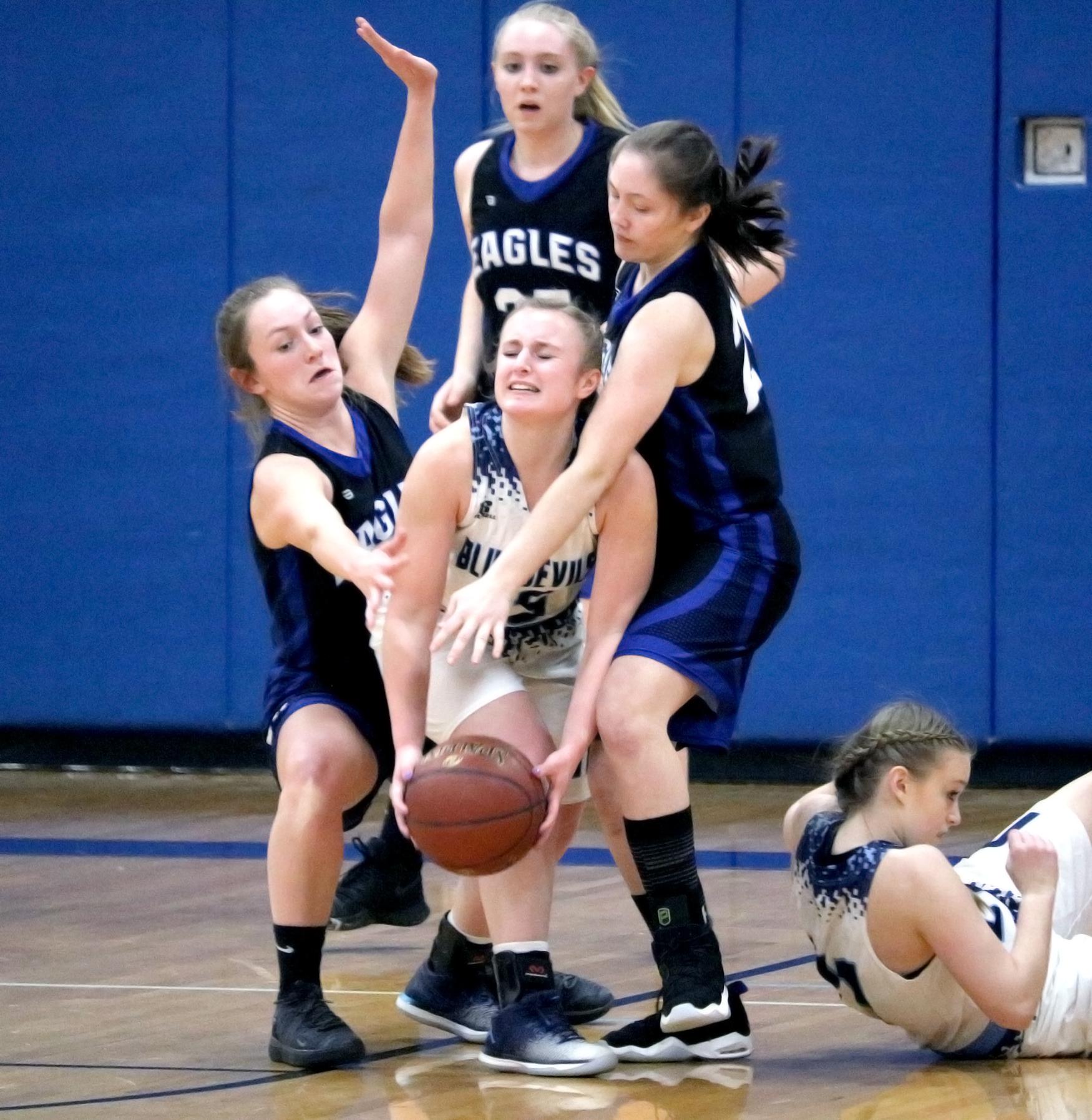 Girls basketball action (2/2021)