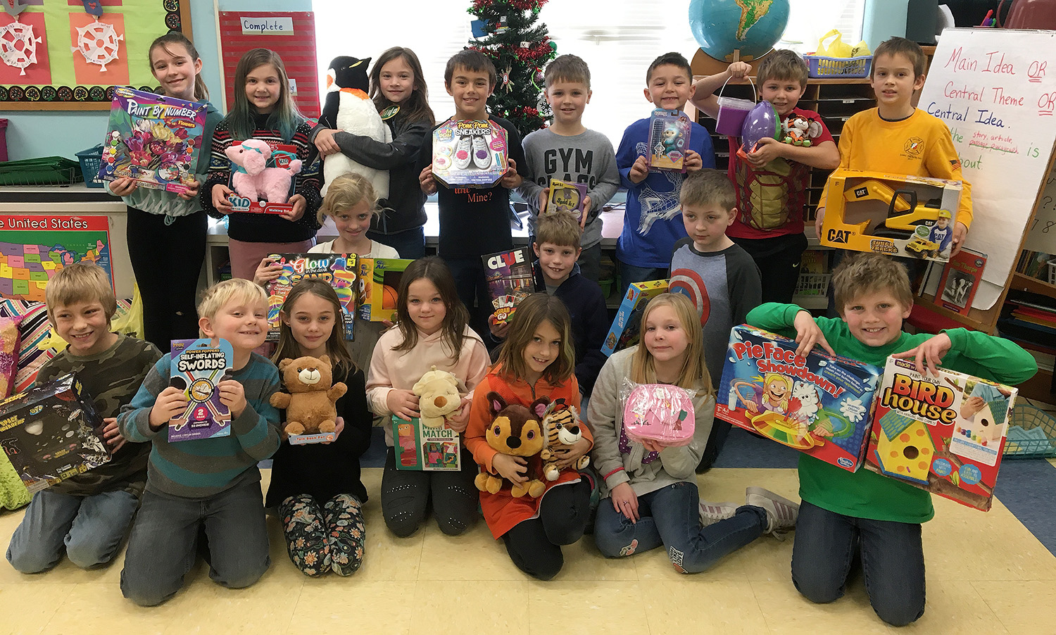 Third-grade classroom gives back for holidays
