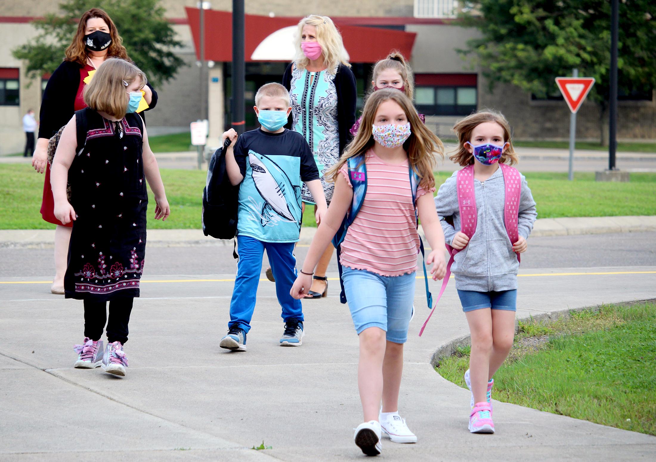 Students arrive at school (9/2020)
