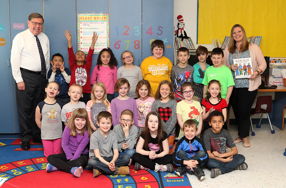 Senator Seward with Laura Slesinsky's second-grade class