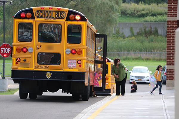 students exiting school bus