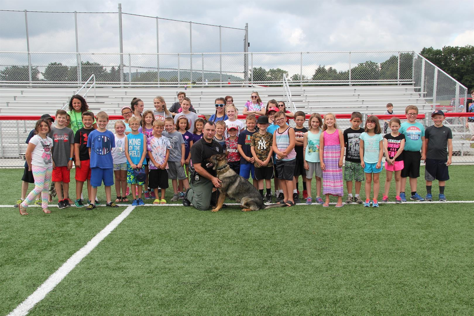group shot of students and the johnson city k9