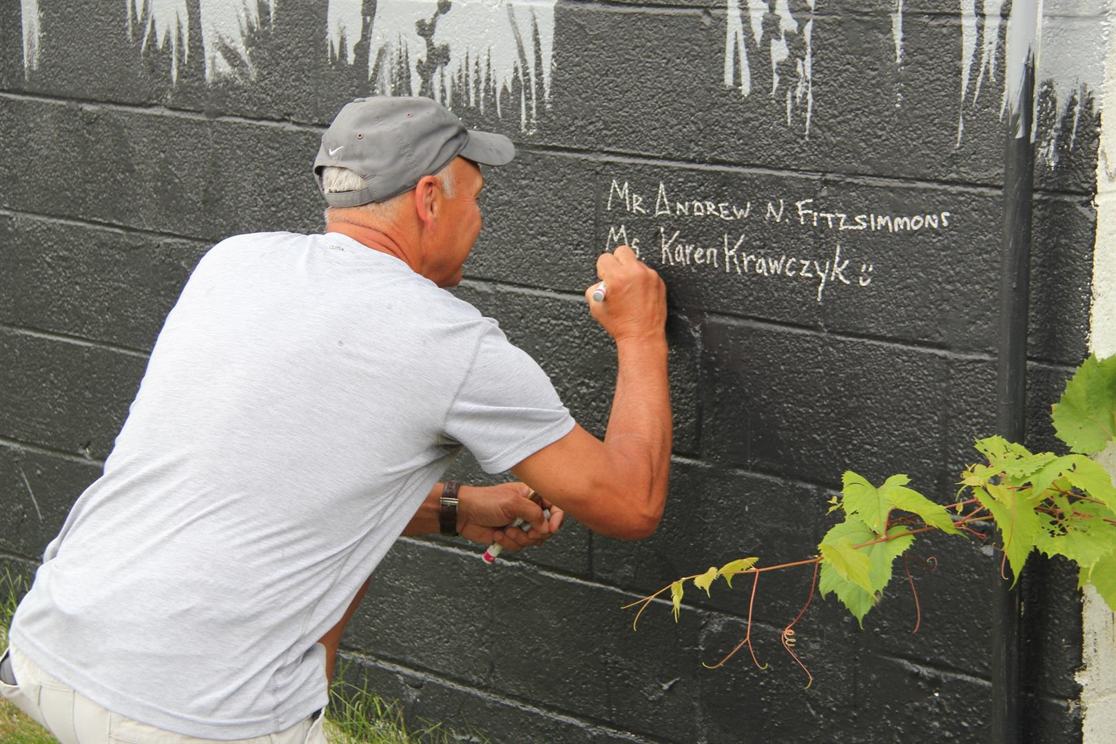 mister zanot signs the mural wall