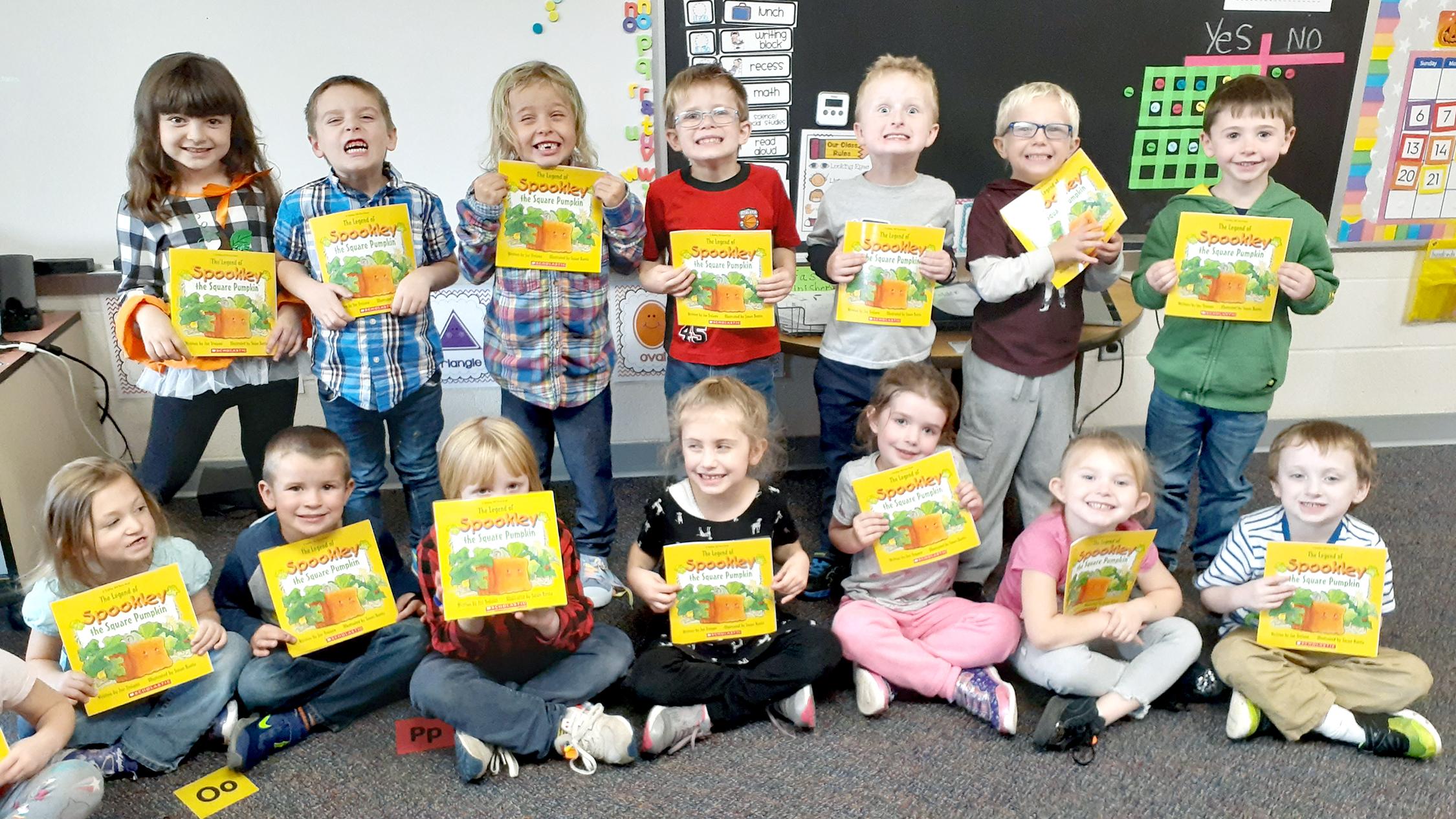 Kindergarten students with books (1/2021)