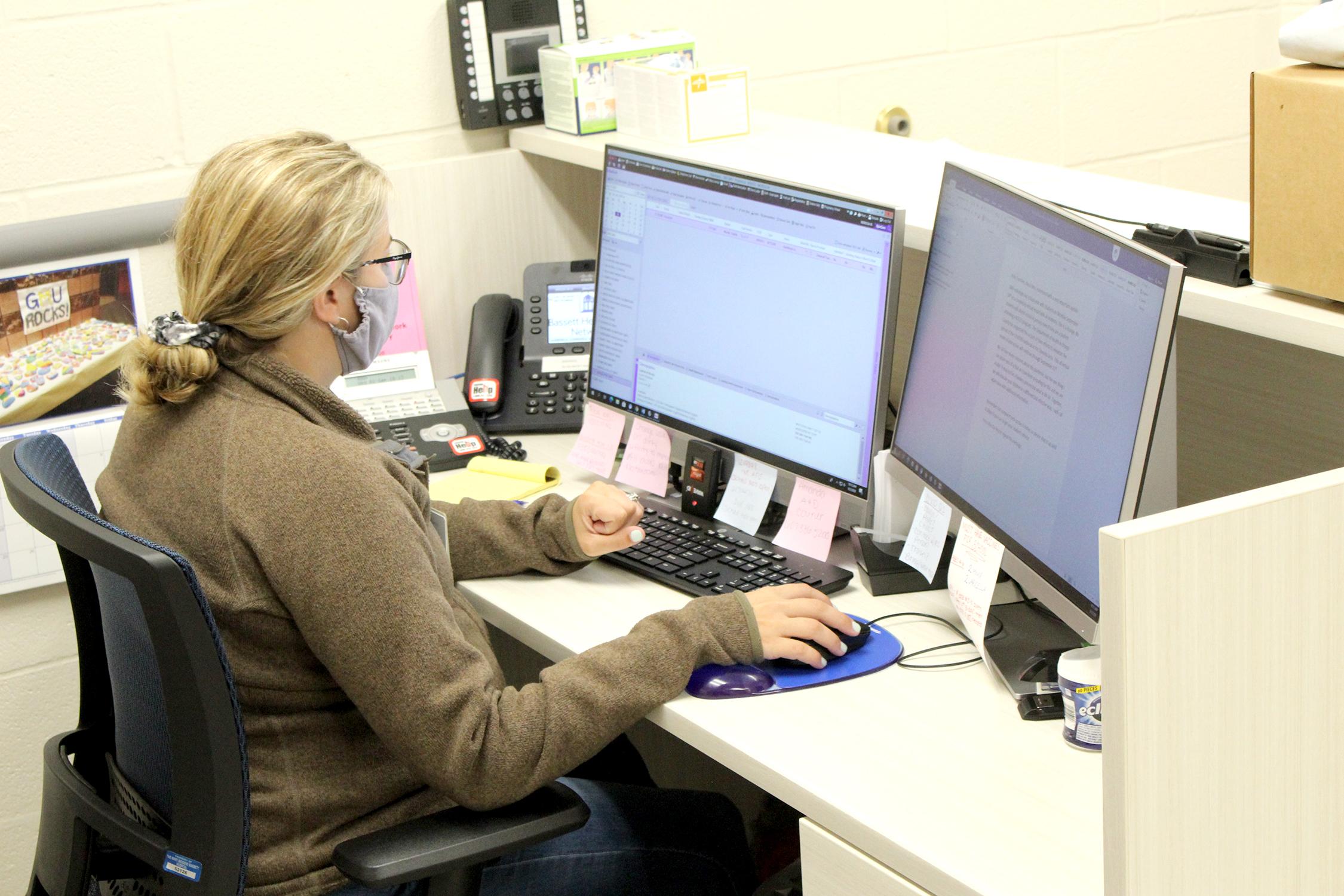 Office secretary at work (10/2020)
